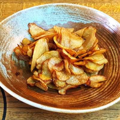 cartofi chipsuri garnitura fel principal pranz comanda restaurant pub kundera